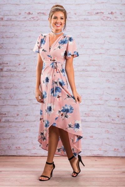 Hög-låg maxiklänning med rosa och blå blommigtryck