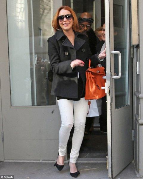 svart ullrock med vita skinny jeans och ballerinor