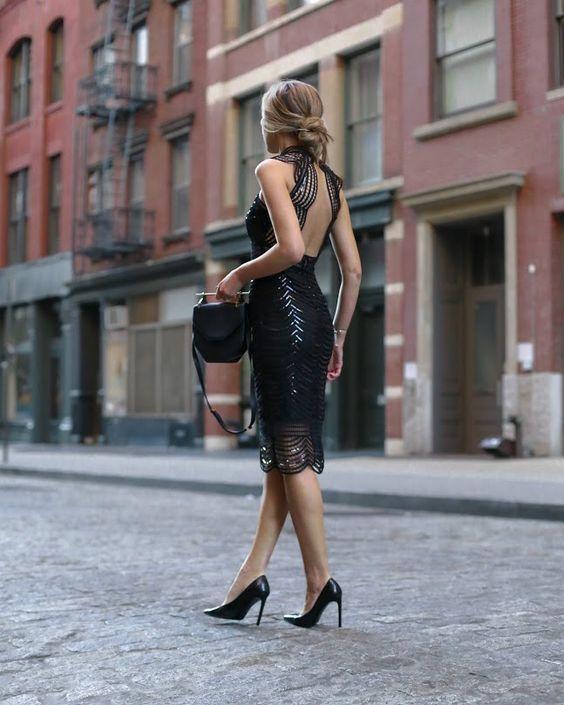 svart glittrande klänning med öppen rygg