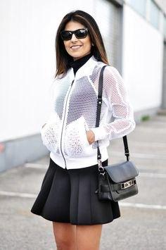 vit fisknätjacka över svart skater miniklänning