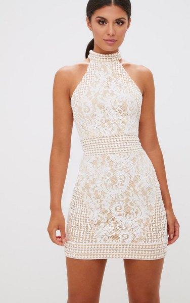 vit hög hals passform och flare mini spets klänning