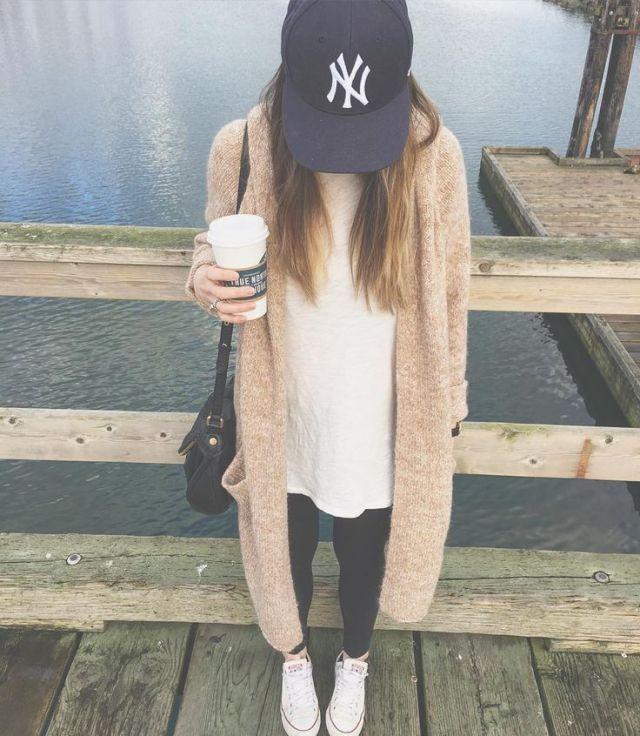 Baseball cap lång tröja outfit