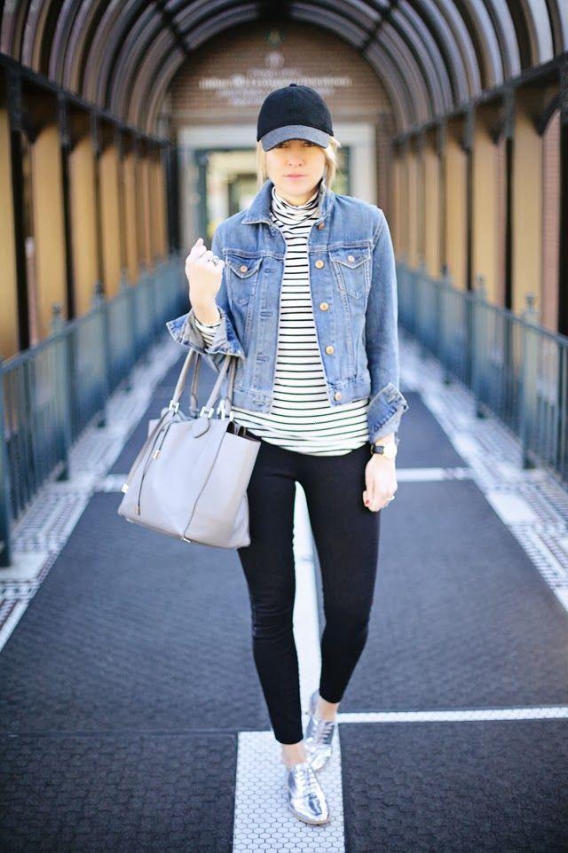 Jeansjacka med baseballmössa i jeansjacka