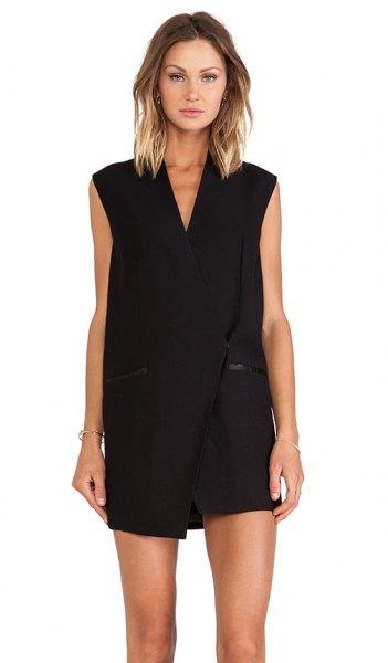 svart västklänning med matchande mini-shorts