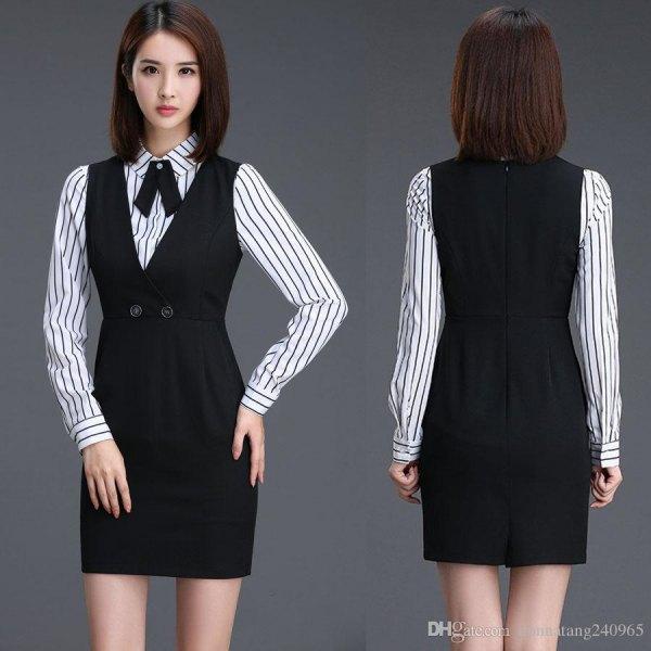 svart mini-restklänning med samlad midja och randig skjorta med knappar