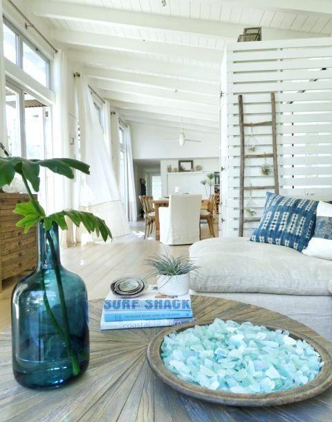 Seaglass Display Decor Ideas - Idéer och interiörer för kustdekor.