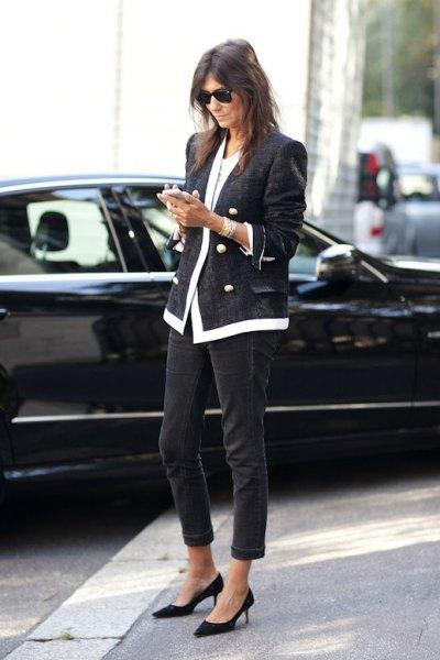 svarta klackar med mörkgrå tweed-kavaj