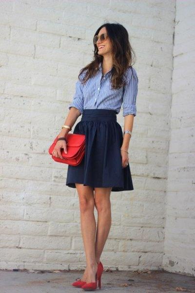 blå skjorta marinbälte skater minikjol