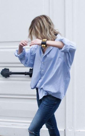 blå och vit pojkvän skjorta skinny jeans