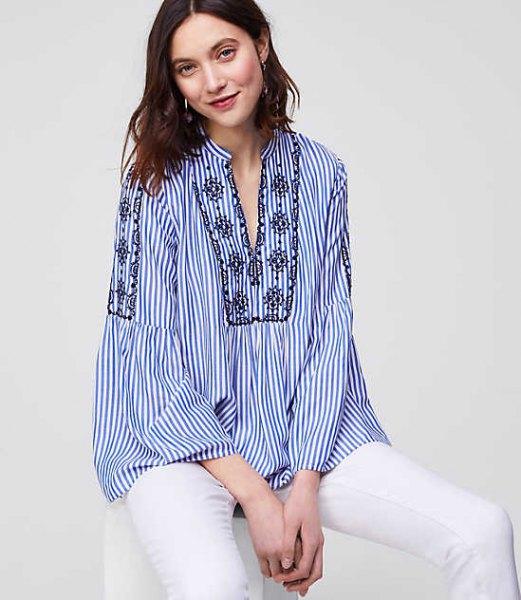 blå och vit pinstripe skjorta i boho stil