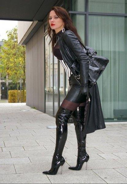 halvtransparent svart minikjol i läder