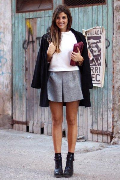 svart ullrock vit tröja grå minikjol