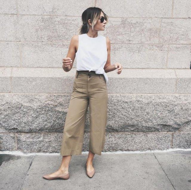 vit linne med breda byxor