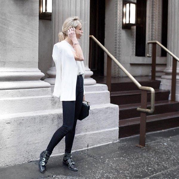 vit kavaj med chiffongblus och svarta skinny jeans