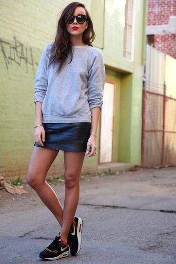 Grå läder sweatshirt minikjol med rund halsringning