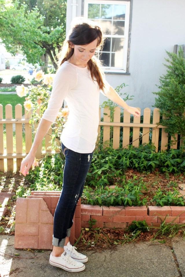 vit tröja capri jeans vit converse
