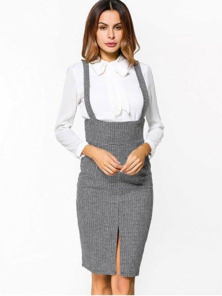 grå tweed hängslen midi bodycon kjol med vit skjorta