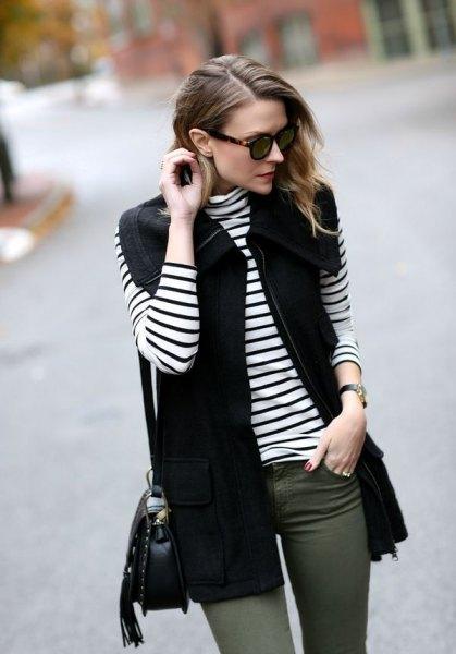 svart väst med randig långärmad T-shirt och grå skinny jeans