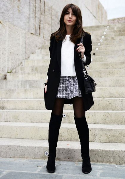 svarta stövlar blazer rutig minikjol