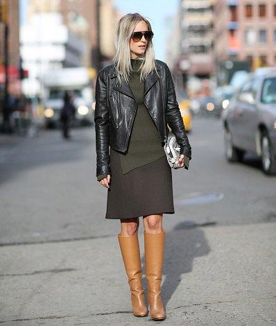 Kamel knä höga stövlar ull kjol svart läderjacka