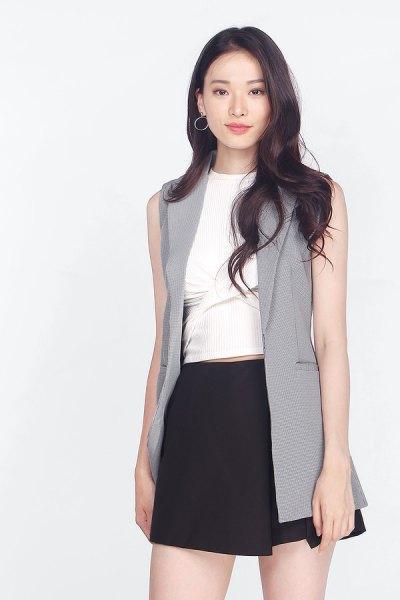vit blus svart minikjol