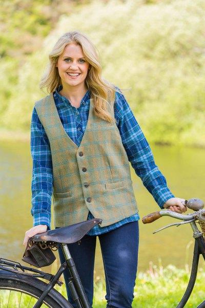 blå rutig pojkvän skjorta grön tweed väst