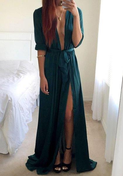 Golvlång klänning i marinblå med nedringning