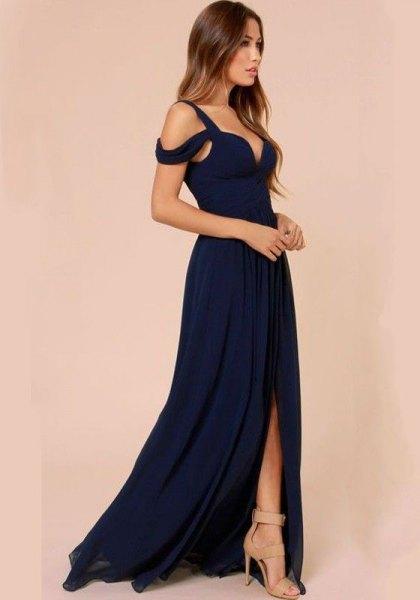 Marinblå klänning med kall golv och hög golv