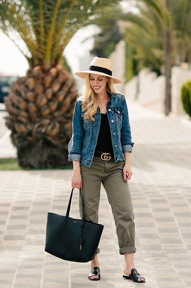 blå jeansjacka med svart linne och stråhatt