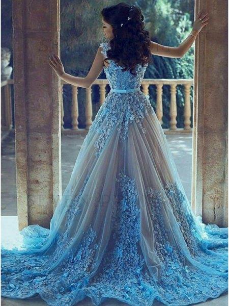 ljusblå och silverbröllopsklänning med bälte