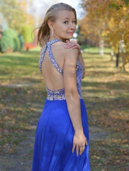 Kungsblå midiklänning med öppen rygg