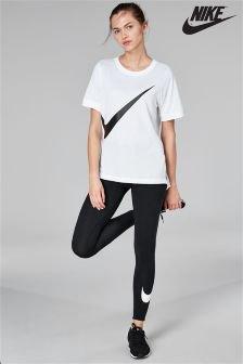 vit oversized t-shirt med svarta Nike-shorts
