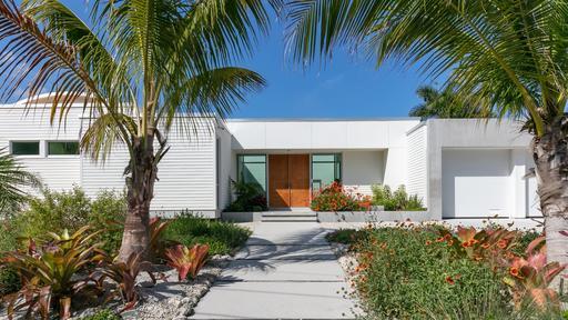 Denna Sarasota Residence bygger på den djärva stilen i området.