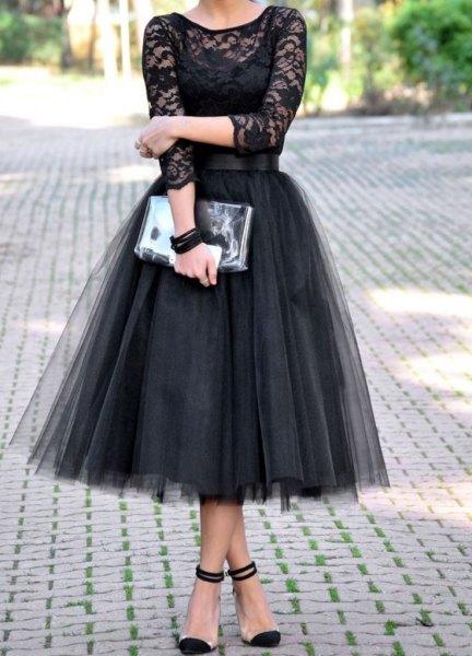 tvåfärgad svart tyllklänning med halvtransparent spets