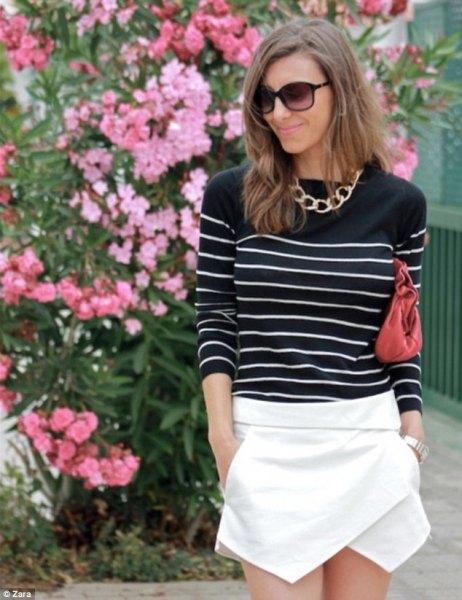 svart och vit randig tröja vit skort