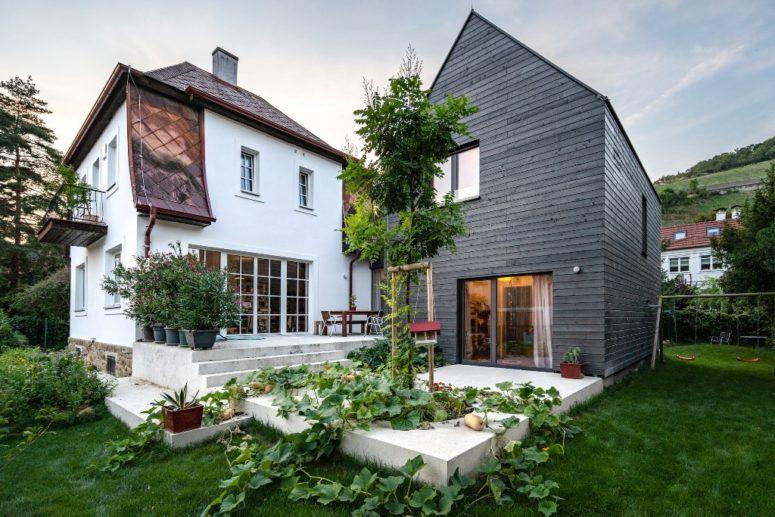 Samtida hus B omsluter en gammal stuga - DigsDi