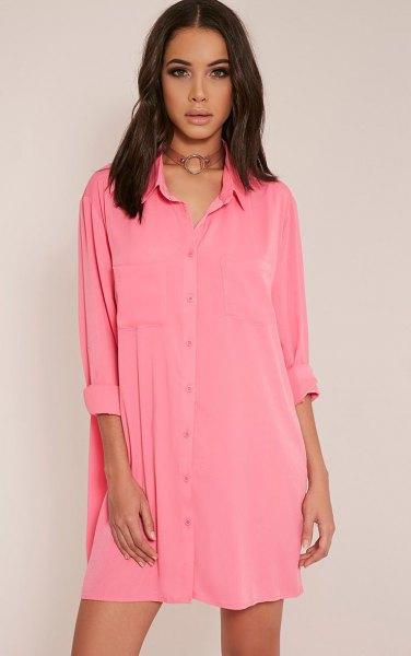 rosa mini-skjortklänning med knappar och brun krage i boho-stil
