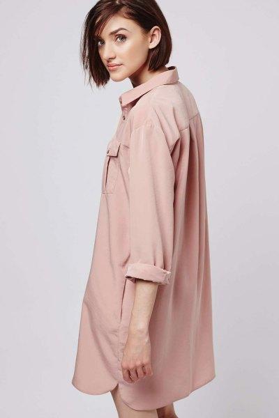 överdimensionerad rosa skjortklänning med rullade ärmar