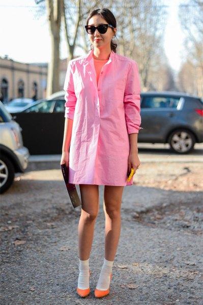 Ljusrosa långärmad miniklänning med neon ballerinor