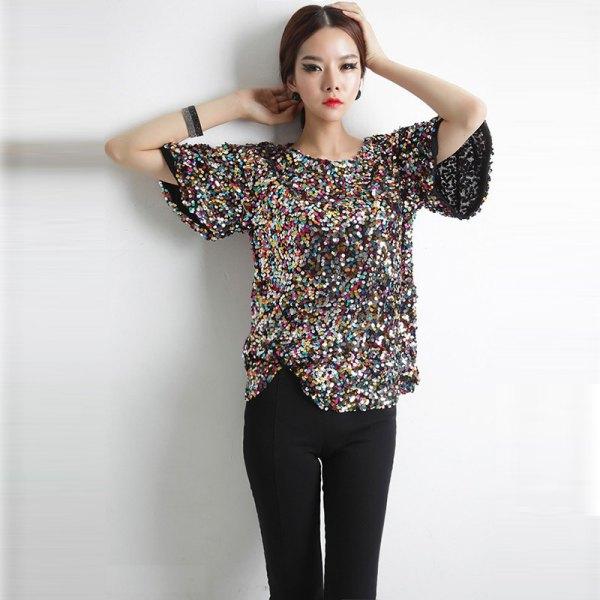 silver och svart, glittrande, överdimensionerad t-shirt med jeans i smal passform