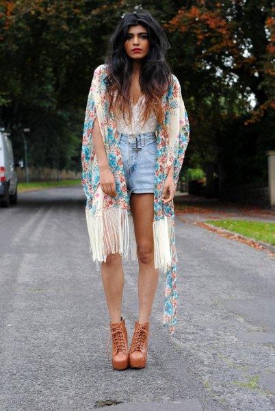 vit älskling hals spets topp blå jeansshorts