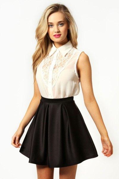 ärmlös skjorta i vit spets, svart skridsko kjol i siden
