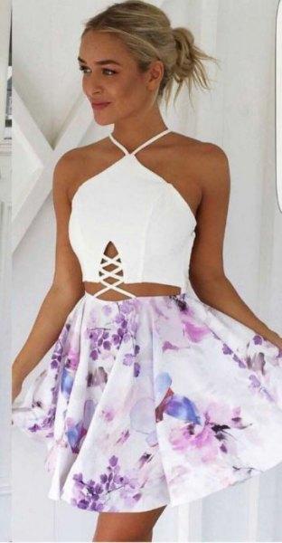tvådelad klänning vit grimma topp vita blommor mini kjol