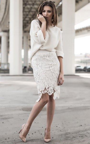vit, tjock tröja med knälång spetskjol