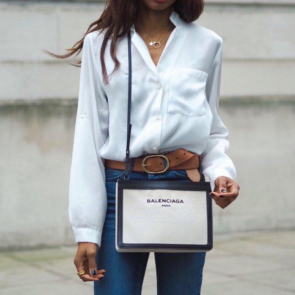 vit skjorta jeans brunt läderbälte