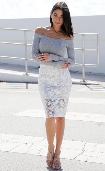 grå av axel stickad tröja vit spets klänning