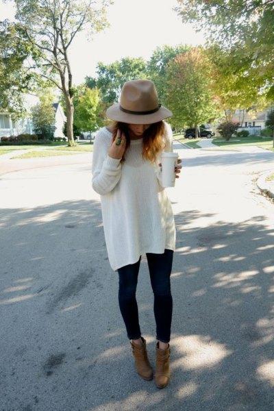 vit tunika oversize hösttröja med svarta skinny jeans