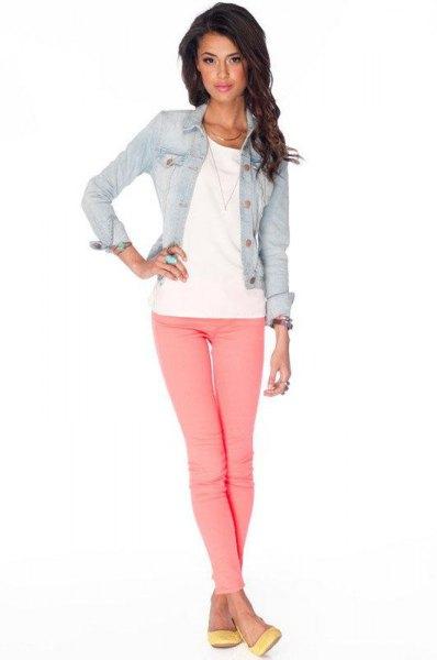 blå jeansjacka med rosa jeans
