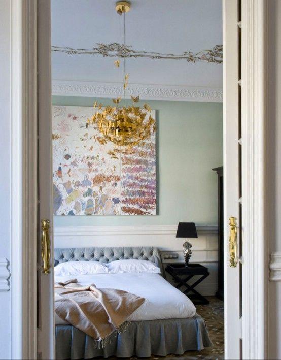 Elegant och fridfull kvinnlig sovrumsdesign    Luxus-interieur.