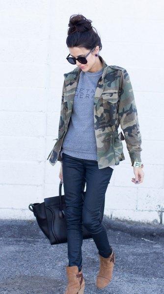 grå tröja läder leggings outfit